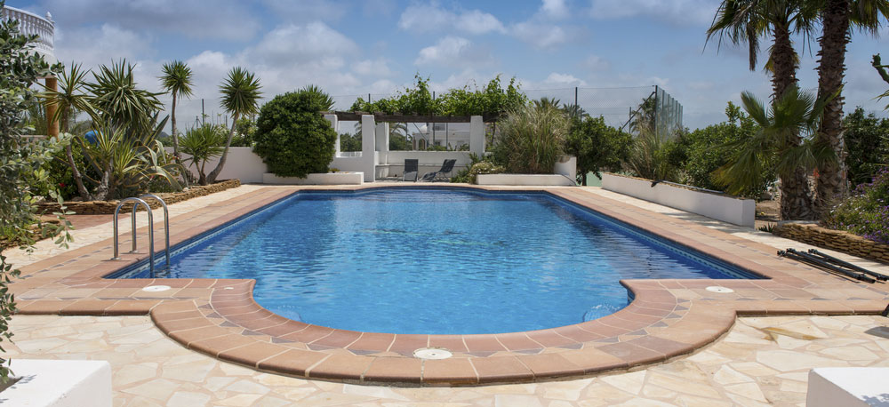 The Swimming Pool Maintenance Specialist On